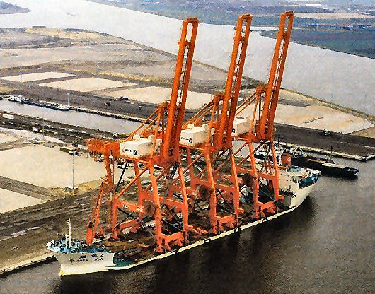 Zhen Hua 4 arrived in Amsterdam with 3 new ZPMC cranes