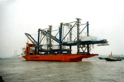 Dock Express 10 departing with 2 Hyundai container cranes