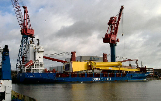 Huisman mast crane stowed on transport vessel